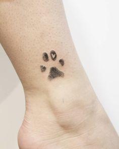 Huella perro my style cat tattoo, dog tattoos и badass tattoos. Small Dog Tattoos, Memorial Tattoos Small, Ankle Tattoo Small, Ankle Tattoos, Mini Tattoos, Cute Tattoos, Tattoos For Guys, Cat Paw Print Tattoo, Cat Paw Tattoos