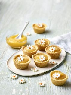 Bite Size Food, Bite Size Desserts, Small Desserts, Shortbread Recipes, Cooking Cake, Easter Recipes, Easter Food, Baking Tins, Mini Cakes