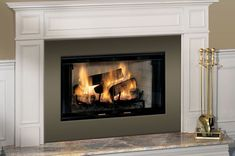 In winter, the fireplace is a heat source and an ideal design element for creating a cozy atmosphere for the holidays. Warm, luminous and relaxing, the fir