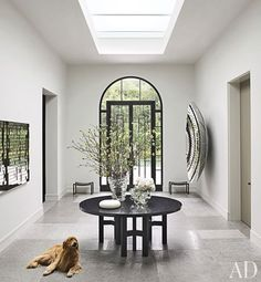 In the central hall of a Northern California home designed by Steven Volpe and renovated by Butler Armsden Architects, the skylight brightens an Ado Chale table from Hedge. The owner& golden retriever lies on a floor of limestone. Design Entrée, Flur Design, House Design, Design Room, Hall Design, Garden Design, Architectural Digest, Modern Entryway, Entryway Decor