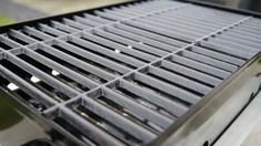 Of all the grills that you can get for your outdoor cooking needs, those made of cast iron are some of the best that you can get. Do you know hot to season cast iron grill grates? You need to season the grates and we will enlighten you on how to do it. Charcoal Grill Smoker, Best Charcoal Grill, Charcoal Bbq, Healthy Grilling, Grilling Recipes, Grilling Tips, Char Broil Grill, Bbq Grill, Barbecue