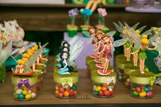 Uma festa linda com o tema Tinker Bell para se inspirar. Olha, eu sou do tempo que Tinker Bell era apenas Sininho, ok? Isso é tudo muito novo para mim. rs Mas não posso negar que seja Sininho ou Ti…