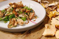 Dit is een gerecht waar Jeroen écht van houdt: een koud-warme vegetarische salade met boschampignons en knapperige korstjes. Aards, warm, zoet en een beetje zuur.