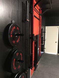 Home Gym in Your Basement Home Gym Garage, Gym Room At Home, Garage Studio, Basement Gym, Parkour Gym, Home Made Gym, Dream Gym, Home Gym Design, Outdoor Gym