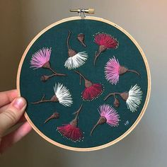 Embroidery Stitches Border around Embroidery Patterns Tutorial much Embroidery Designs In The Hoop while Embroidery Hoop Tightener - Embroidery Stitches Online Crewel Embroidery Kits, Hand Embroidery Videos, Flower Embroidery Designs, Modern Embroidery, Hand Embroidery Patterns, Embroidery Techniques, Cross Stitch Embroidery, Beaded Embroidery, Embroidery Supplies