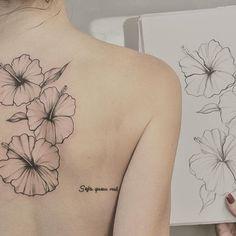 🌺Tatiana's tattoo 🖤 #patmara #blacktattoo #fioritattoo #flores #delicatetattoo #hibiscus