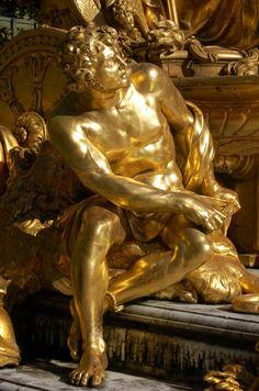"""Fontaine """"La France triomphante"""", sculpteur Jean-Baptiste Tuby - bosquet de l'Arc de Triomphe, Château de Versailles, France"""