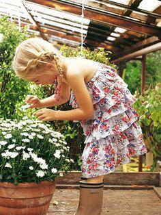 burda style, Schnittmuster für Kinder zum Download -  Trägerloses Rüschenkleid.