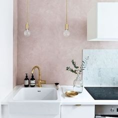 Gravity Home: White kitchen with a soft pink wall / modern interior design, home. Gravity Home: White kitchen with a soft pink wall / modern interior design, home decor Home Design, Interior Design Kitchen, Modern Interior Design, Design Ideas, Gold Interior, Diy Interior, Interior Paint, Contemporary Interior, Minimalist Bedroom