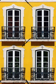 #Lisbon, Alfama, old district , #Portugal    #portuguese_windows