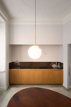 The Flos IC suspension light by designer Michael Anastassiades is available in two sizes; the smaller and the larger Finished in either brushed brass, black or chrome with opal glass diffuser Kitchen Interior, Suspension Light, Kitchen Lighting Fixtures, Ceiling Lights, Suspension Lamp, Lights, Light, Flos, Brass Pendant Lamp
