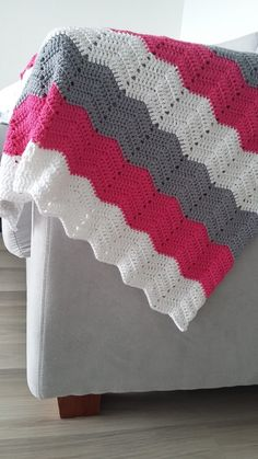 Crochet Home, Knit Crochet, Diy Throws, Crochet Barbie Clothes, Manta Crochet, Sofa Covers, Baby Crafts, Crochet Fashion, Knitted Blankets