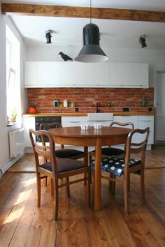 W domu Marty: Cegła w kuchni - mieszkanie Izy