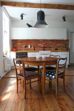 W domu Marty: Cegła w kuchni - mieszkanie Izy Brick Interior, Home Staging, Dining Table, Kitchen, Interiors, Inspiration, Furniture, Home Decor, Biblical Inspiration