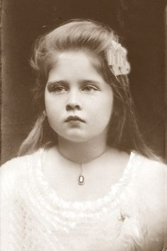 Maria (daughter of Marie) Romanian Royal Family, Greek Royal Family, Princess Victoria, Queen Victoria, King Alexander, Greek Royalty, Old Portraits, Princess Alexandra, Artists And Models