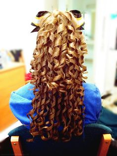 How to Get the Perfect Curls - Cheer and Dance Hair Hack Dance Hairstyles, Hairstyles For School, Pretty Hairstyles, Volleyball Hairstyles, Hairdos, Cheerleader Hairstyles, Braided Hairstyles, Child Hairstyles, Sport Hairstyles