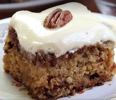 Pineapple Pecan Cake - You can see the ingredients and how to make this recipe here. Pineapple Pecan Cake with Cream Cheese Frosting is. No Bake Cherry Cheesecake, Sopapilla Cheesecake, Banana Split Dessert, Easy Pumpkin Pie, Chocolate Oatmeal Cookies, Pecan Cake, Baked Strawberries, Baked Banana, Banana Bread