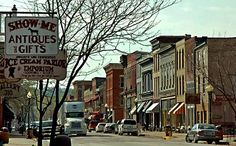 #Hannibal's Main Street is a terrific place to bring the #family. It is home to specialty shops, restaurants, and great American history!