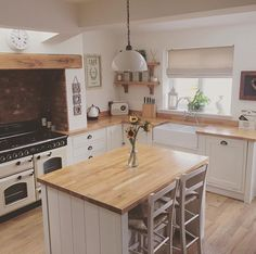 Renovations are a really tough slog. #renovationideas #kitchen #kitcheninspo #kitchenideas #rangemaster #countrykitchen #countrystyle #farrowandball #moderncountry #moderncountrykitchen #modernfarmh