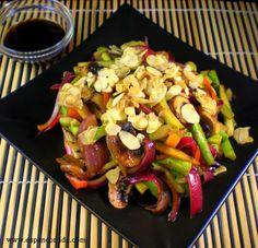 Wok de verduras salteadas con manzana y almendras