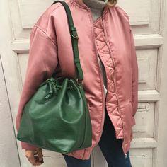 "Blanca Miró Scrimieri på Instagram: ""Think green. Vintage @louisvuitton x @leswingvintage"""