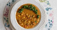 Jadłam ostatnio w wegańskiej knajpce afrykańską zupę z masłem orzechowym. Zachwycił mnie ten smak i zadziwiła nazwa, zatem postanowiłam... Ethnic Recipes, Food, Essen, Meals, Yemek, Eten