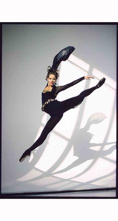 royal-ballet-star-darcey-bussell-in-mid-flight-arthur-elgort