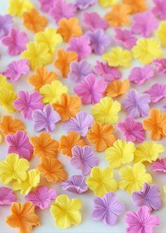 como hacer flores de fondant  www.wholekitchen.es
