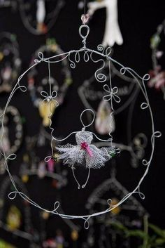 40 DIY Wire Art Examples which will Leave you Speechless Suncatchers, Wire Wrapped Jewelry, Wire Jewelry, Wire Crafts, Diy And Crafts, Sculptures Sur Fil, Wire Sculptures, Art Projects, Projects To Try