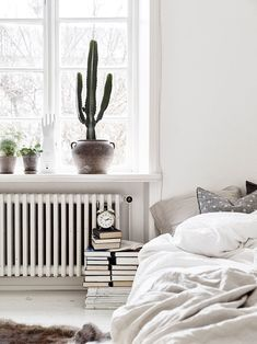 One room apartment for book lovers and Scandinavian style via Krone Kern