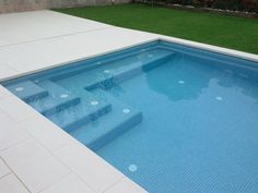 Fun Reasons To Own Luxury Swimming Pools – Pool Landscape Ideas Small Backyard Pools, Backyard Pool Designs, Small Pools, Swimming Pools Backyard, Swimming Pool Designs, Pool Landscaping, Pool Spa, Pool Steps Inground, Kleiner Pool Design