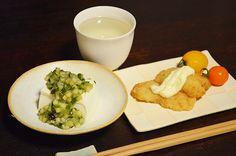 【だし奴とハモ天】本日、山形からのお客さまと話していて食べたくなった「だし」。藤野さんのお豆腐と一緒に山形〜京都の紅花ライン晩酌です。今日のお酒は、泉橋酒造「夏ヤゴ・純米生原酒」です。