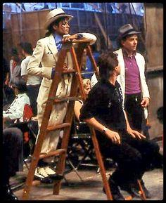 Michael Jackson in the set of Smooth Criminal Short film. (Launch for the Bad Album Paris Jackson, Michael Jackson Smooth Criminal, Michael Jackson Bad Era, Jackson Family, Jackson 5, Invincible Michael Jackson, Michael Jackson Wallpaper, King Of Music, Mj Music
