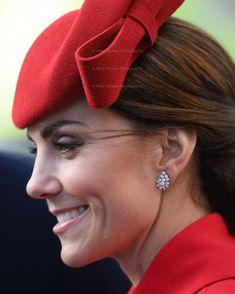 Catherine Duchess of Cambridge Kate Middleton Hats, Princesa Kate Middleton, Middleton Family, Kate Middleton Style, Kate Middleton Jewelry, Duke And Duchess, Duchess Of Cambridge, Commonwealth, Kate Makeup