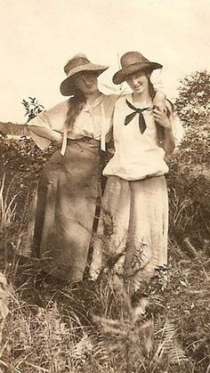 ▫Duets▫groups of two in art and photos - early 1900s pals