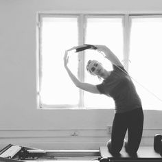Try #HugTheMoon with an added side bend! A great way to work the obliques and mobilize the spine. #pilates #reformerpilates