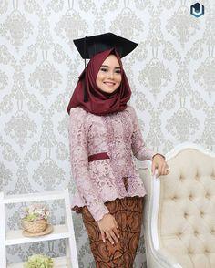26 Ideas Dress Hijab Maroon For 2019 Model Kebaya Brokat Modern, Kebaya Modern Hijab, Kebaya Hijab, Kebaya Muslim, Model Kebaya Modern Muslim, Kebaya Pink, Kebaya Lace, Batik Kebaya, Kebaya Dress