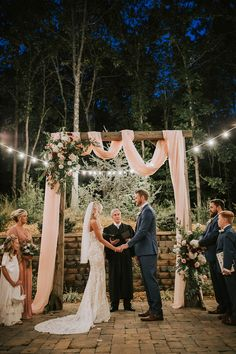 Personal Wedding ceremonies - Tiny Marriage Site - DIY Wedding ceremony Ideas for Tiny and Romantic Weddings - Real Tiny Weddings Small Intimate Wedding, Intimate Weddings, Real Weddings, Unique Weddings, Intimate Wedding Ceremony, Barns For Weddings, Arbors For Weddings, Outdoor Night Wedding, Very Small Wedding
