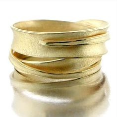Barbara Heinrich, Wrapped Gold Ring, 2012, 18-karat yellow gold, 20 x 20 x 15 mm, photo: Barbara Heinrich Studio