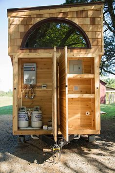 62 DIY Tiny House Storage and Organization Ideas On A Budget Many rooms be heated efficiently. The loft bed is a favorite with tiny houses. Tiny houses are perfect for everybody who needs to downsize. If you must finance your used mobile house, Building A Tiny House, Tiny House Plans, Tiny House On Wheels, Tiny House Exterior Wheels, Tiny House Trailer Plans, Tiny House Storage, Tiny House Bathroom, Tiny House Closet, Tiny House Stairs
