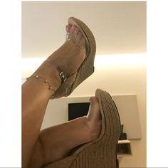 🌺 @lorenabferreira 🌺 #bomtarde#unhas#nails#toes#beach#sp#dj#jp#pies#piedi#job#gyn#digital#legs#model#fahsion#goiania#bsb#feet#soles#trip#rio#colors#fetish#car#black#design#arch#spa#füsse