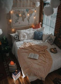 46 Beautiful Dream Bedroom with Minimalist Room Decoration 🌟 🏩 🥰 Hipster Bedroom Decor, Hipster Home Decor, Bohemian Bedroom Design, Boho Chic Bedroom, Teen Room Decor, Bedroom Designs, Bohemian Decor, Bohemian Style, Grunge Room