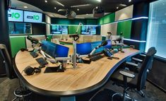 Nieuwe studio Radio 10 Audio Studio, Music Studio Room, Studio Setup, Radio E Tv, Radio Design, Old Time Radio, Office Set, Furniture, Home Decor