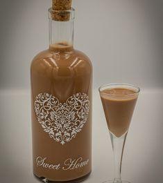 "Likier ""Kukułka"" – iMadzik Cocktail Drinks, Cocktails, Polish Recipes, Smoothie Drinks, Sweet Desserts, Coffee Bottle, Hot Sauce Bottles, Liquor, Drinking"
