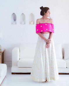 Wedding Outfit ideas for the Bride's Best friend straight from the stars - Bridesmaid's Dress ideas from Bollywood Celebs - Witty Vows Mehendi Outfits, Pakistani Outfits, Dress Indian Style, Indian Dresses, Indian Wedding Outfits, Indian Outfits, Indian Bridesmaids, Bridesmaid Dresses, Look Short