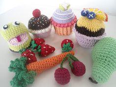 Mig og Maya: Hæklet legemad Crochet Food, Crochet For Kids, Knit Crochet, Crochet Hats, Edible Food, Felt Food, Play Food, Crochet Animals, Mini Cupcakes
