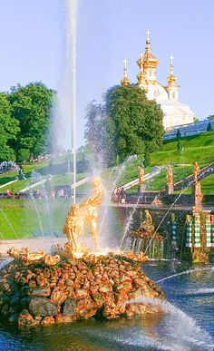 Gorgeous parks, palaces and fountains in Peterhof are among the most visited museums in the world #peterhof #russia #russiatravel #saintpetersburg #stpetersburgrussia Travel Ideas, Travel Photos, Travel Inspiration, Imperial Palace, Imperial Russia, Great Places, Beautiful Places, Romanov Palace, Peterhof Palace