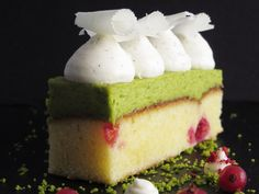 - Blondie med Ribs, Pistacie og Hvid Chokolade - Red Currant Blondie topped with Pistachio- and White Chocolate Cream