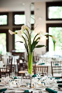 Photo by Holly Chapple Flowers – thefullbouquetblo… elegant calla centerpiece Source by magdalenabebel Calla Lily Wedding, Calla Lily Flowers, Calla Lily Bouquet, Fall Wedding Bouquets, Floral Wedding, Wedding Flowers, Calla Lilies, Calla Lily Centerpieces, Tall Wedding Centerpieces