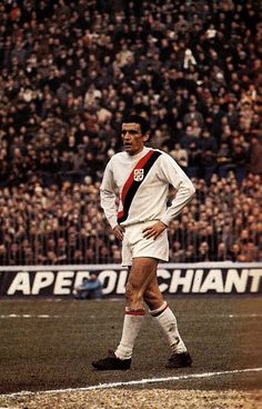 Luigi Riva of Cagliari in Pure Football, God Of Football, Football Images, World Football, Football Soccer, Football Players, Image Foot, Ski, Barcelona Football